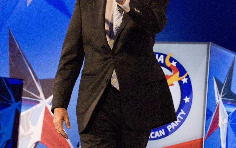 Romney concedes presidency